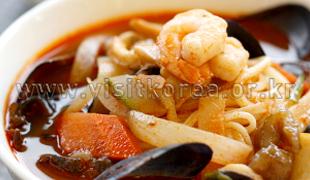 海鲜辣汤面