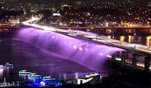 月光广场彩虹喷水