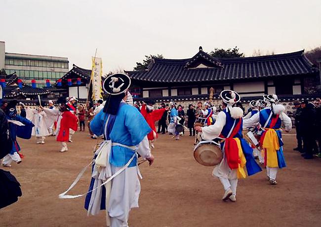 首尔南山谷韩屋村元宵节庆典