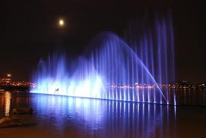 欢迎到汉江公园尽情享受清凉的喷泉!