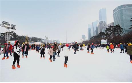 """汝矣岛公园溜冰场""""汝矣Ice Park"""""""