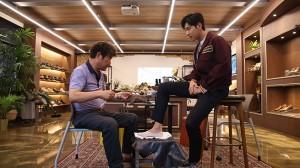 东方神起瑜卤允浩成为第一位参与穿圣水手工鞋活动的明星