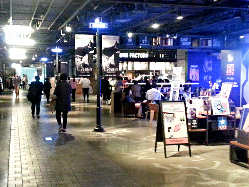 IFC购物中心在1楼至3楼