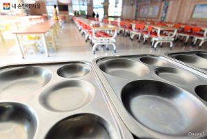 """首尔市,2021年3月起将为全体小初高中生提供""""绿色学校供餐"""""""