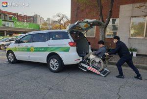 """针对残疾人叫车服务,首尔市推出非轮椅残疾人也可使用的""""凭单制出租车"""""""