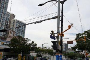 """首尔市试安装将信号灯、CCTV监控等设施与ICT技术结合的""""智能杆"""""""