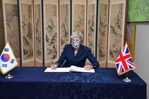为学习新型冠状病毒肺炎防疫经验,英国前首相访问首尔市厅