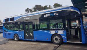 环保氢动力公交车在首尔市中心上路