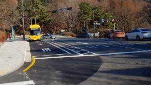 南山公园环保电动低底盘公交车正式开始运行