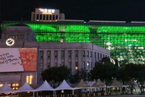 首尔市厅办公楼亮灯纪念墨西哥独立200周年