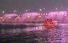 既乘坐游船,又欣赏梦幻般的烟花表演,100倍享受汉江带来的愉悦!