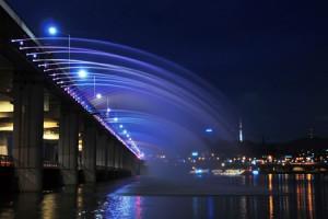 盘浦大桥的月光彩虹喷泉